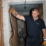 zmije, bjelica, u rukama vatrogasca